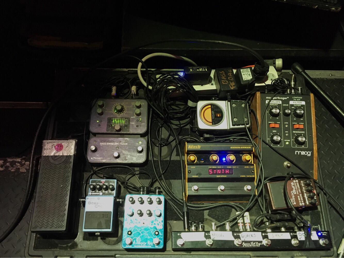 Behind The Gear Chris Duffy Utter Buzz Gibson Melody Maker Wiring Diagram Loop 5 Boss Ceb 3 Bass Chorus Earthquaker Devices Avalanche Run Reverb Delay